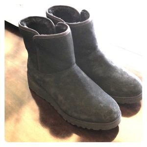 Ugg Kristin Classic Skin Suede Ankle Boots